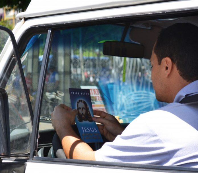"""Tatiane Silva Na cidade do Salvador, mobilização proclama: """"Jesus Vive!"""""""